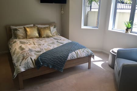 Private Parnell with kitchenette, ensuite &parking - Auckland