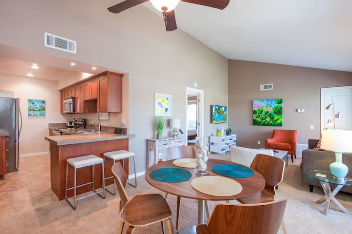 Beautiful 2BR/2BA Condo Near Downtown Palm Springs