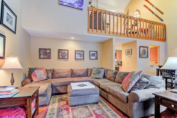 Walk to shops/restaurants! Spacious condo with a deck, grill, AC & WiFi!