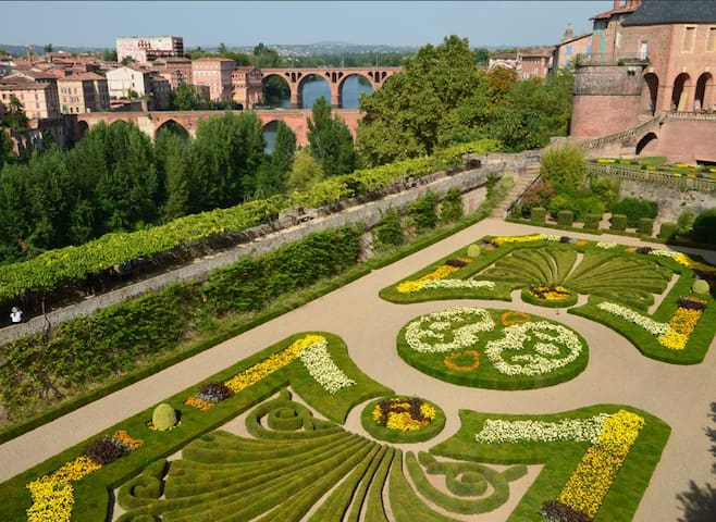 We're an hour from the historic city of Albi. Here's the Bishops garden behind the Toulouse Lautrec museum and cathedral.