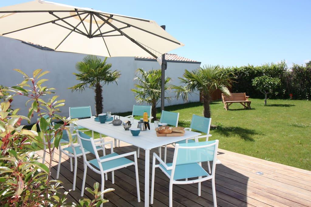 Maison typique pr s centre plages houses for rent in saint denis d 39 ol ron poitou charentes - Mobilier jardin oriental saint denis ...
