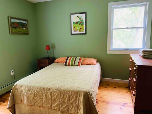 Bedroom 4-Fall