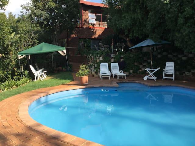 Apartment in Mondeor, Johannesburg South - Johannesburg South - Apartemen