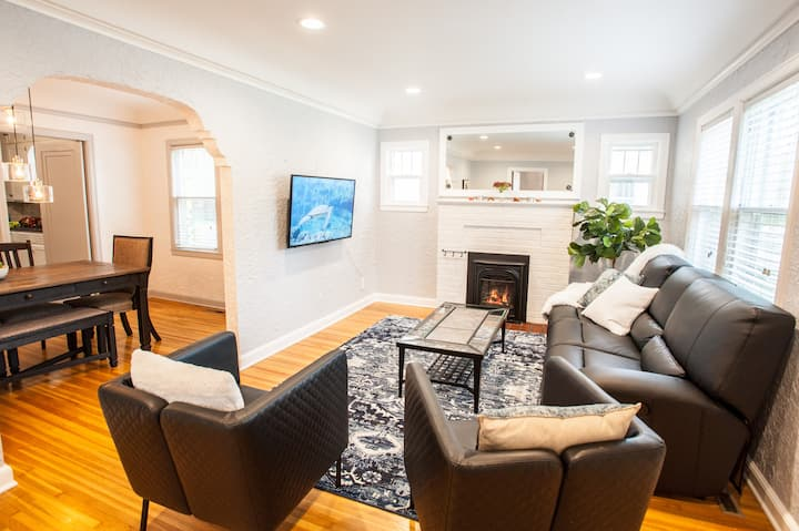 Charming and stylish home- 4 blocks from Mayo :)