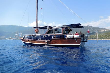 Beautiful Turkish gullet. Situated in kas marina. - Barca