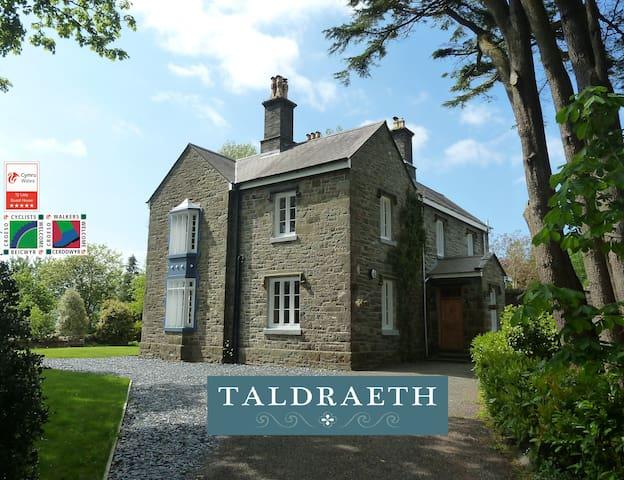 Taldraeth (Moelwyn Room), Snowdonia 5* Guest House - Penrhyndeudraeth - Casa de huéspedes