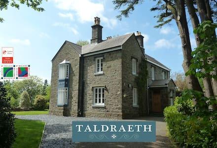 Taldraeth (Moelwyn Room), Snowdonia 5* Guest House - Penrhyndeudraeth - Guesthouse