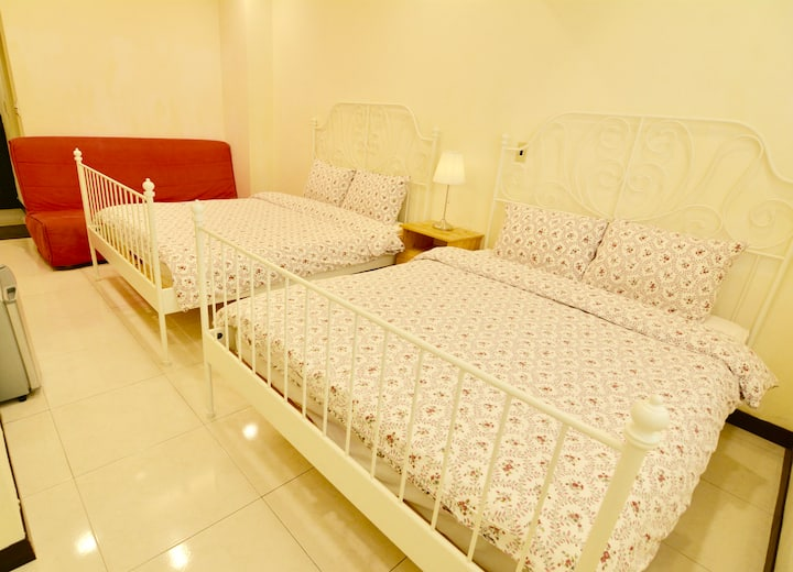 2 Double + Sofa Bed at Shilin Night Market area