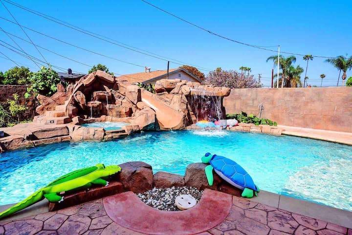 Luxury House w Mini Golf, Pool 5BE/5BA, near beach