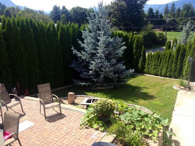 Private King Master Suite by the Shuswap Lake