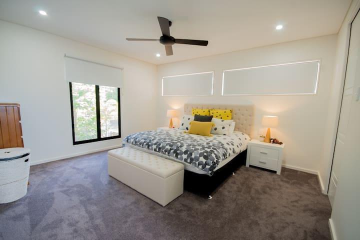 Main bed king