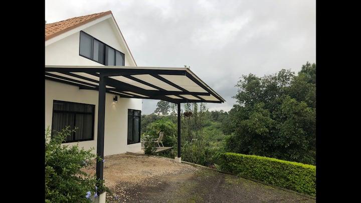 Chalet - Cabaña en Coronado con vista panorámica.