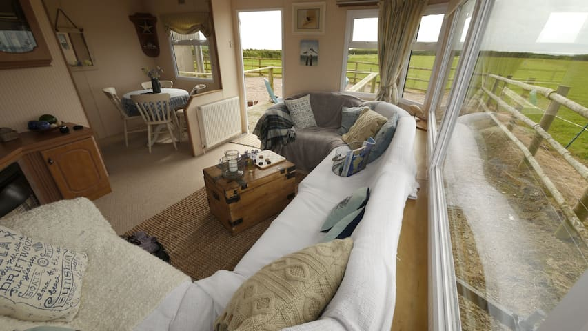 Little Puffins Caravan - Sleeps 4 - Hartland - Inny