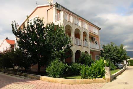 Apartmani Tino near airport - Kaštel Novi