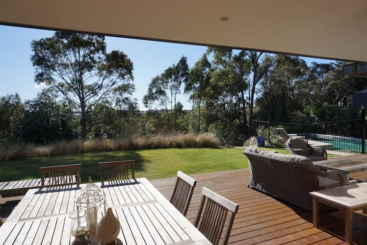 Fabulous family home with big garden and pool - Castle Cove - House