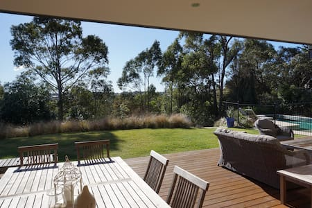Fabulous family home with big garden and pool - Dom