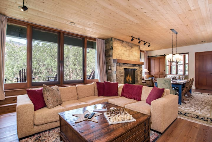 Exquisite Custom Mountain Home, Gold Medal Fishing