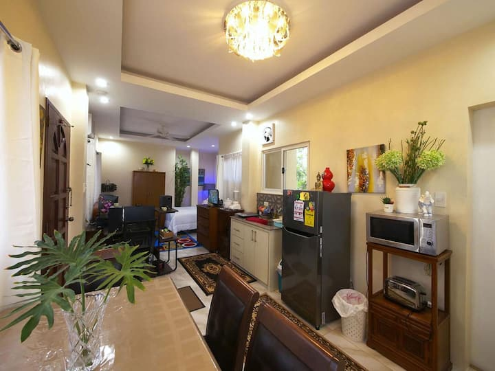 Fully furnished rooms with wifi, garden & terrace.