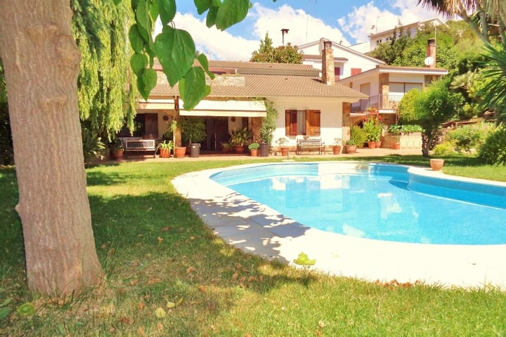 Authentic holiday villa in Sant Pol de Mar, just 250 meters from the beach
