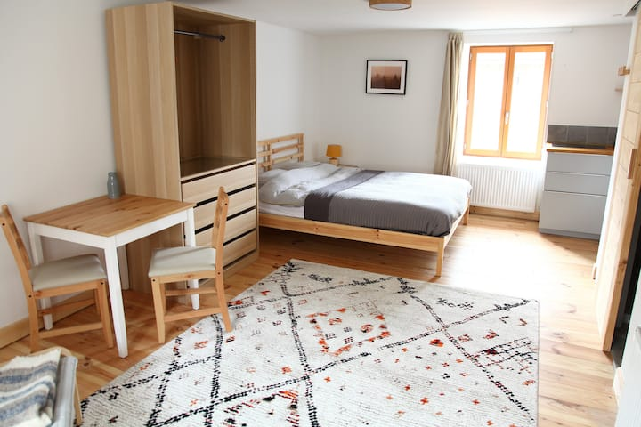 """""""Petit"""" and cozy studio in Saint-Just-d'Avray"""