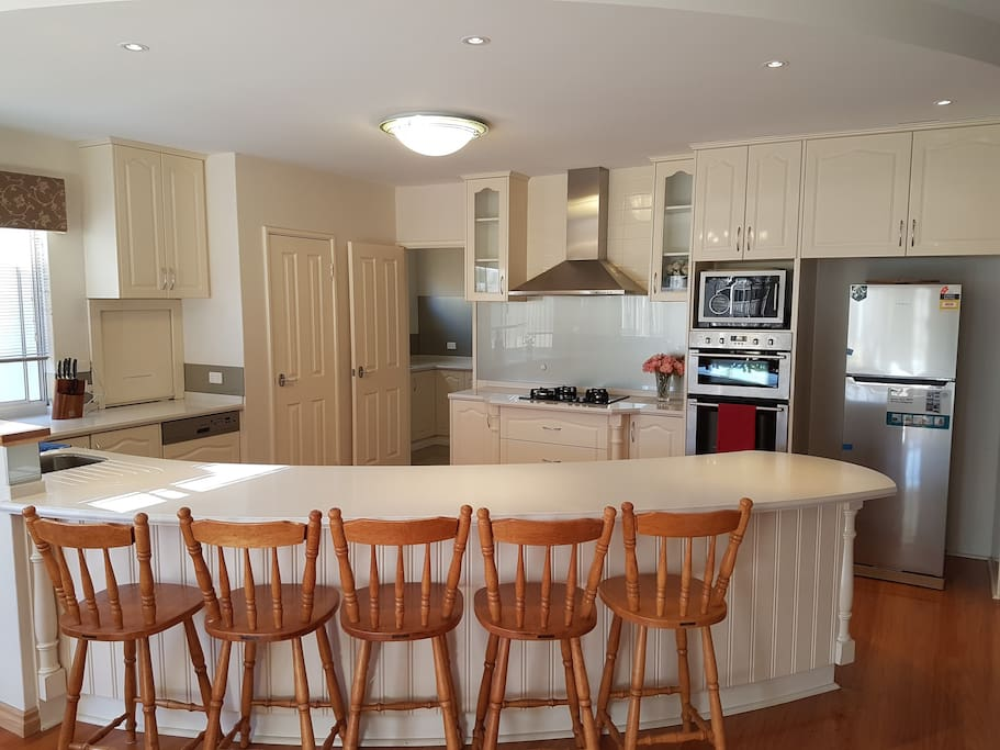 Luxury 2 storey family home close to perth airport for E kitchens canning vale wa