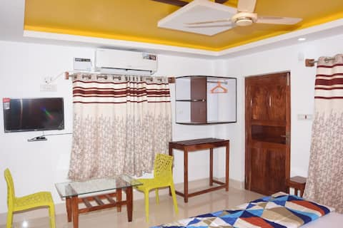 Sunray Homes(Semi Deluxe Room)