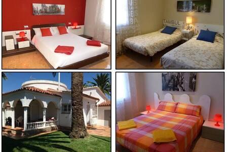 Casa a una calle de la playa con jardín privado - Cambrils