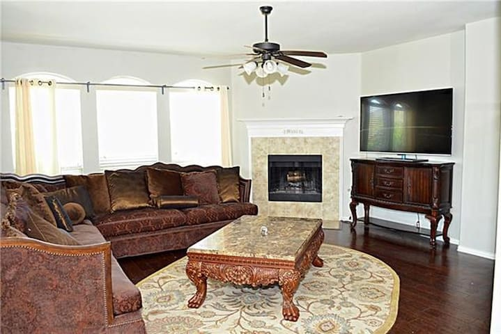Cowboys/Soccer/Lake- 30 min from Dallas,TX - Little Elm - House