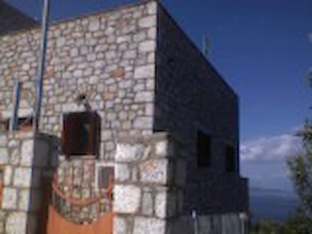 Stone-house at the top of the hill in Lakonia - Lakonia