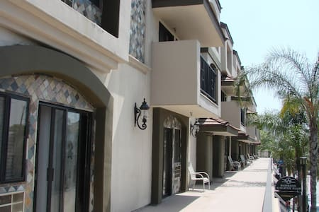 Studio Apartment in Burbank Town Center - Apartment