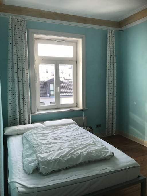 Doppelbett, Fenster nach Hinten
