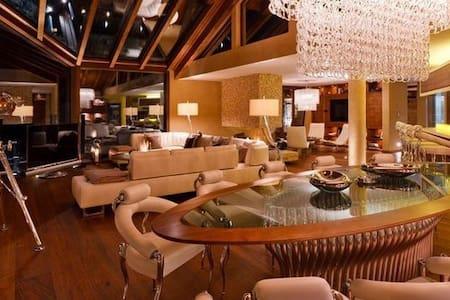 Five Bedroom Luxury Chalet with panoramic views - Vaz/Obervaz - Hytte (i sveitsisk stil)