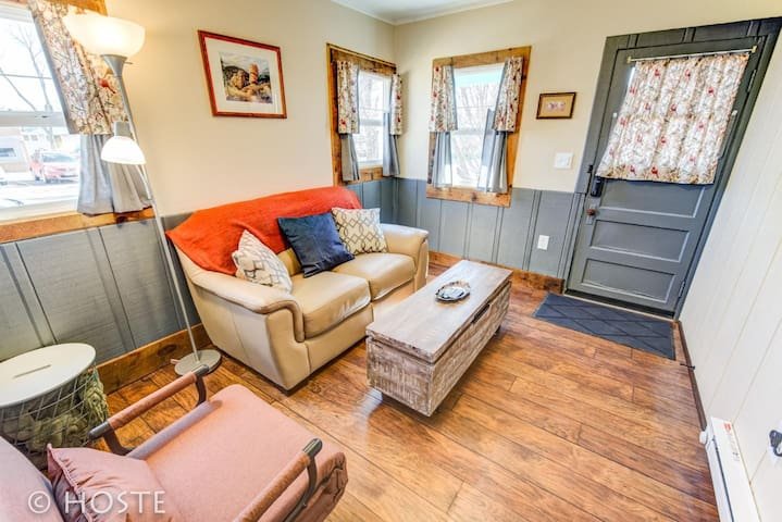 *H* NEW! The Bird's Nest-Tiny Home Next to Orchid Shop