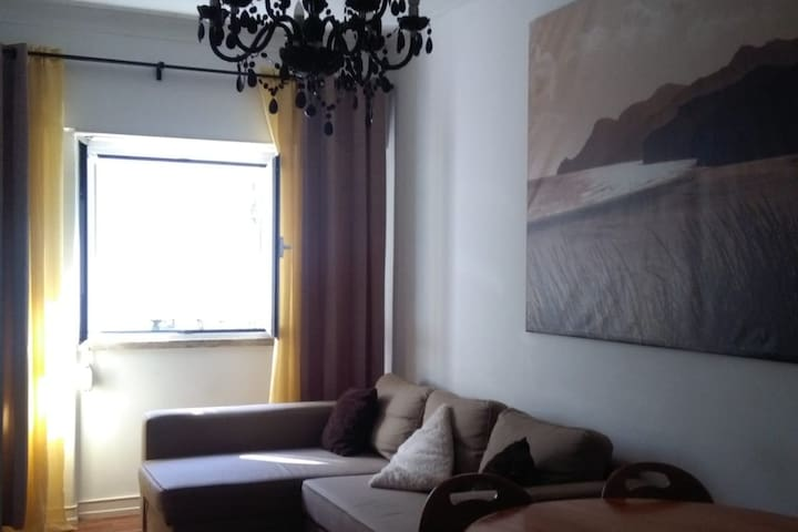 Cozy Little House-10 minutes Airport/Gare Oriente