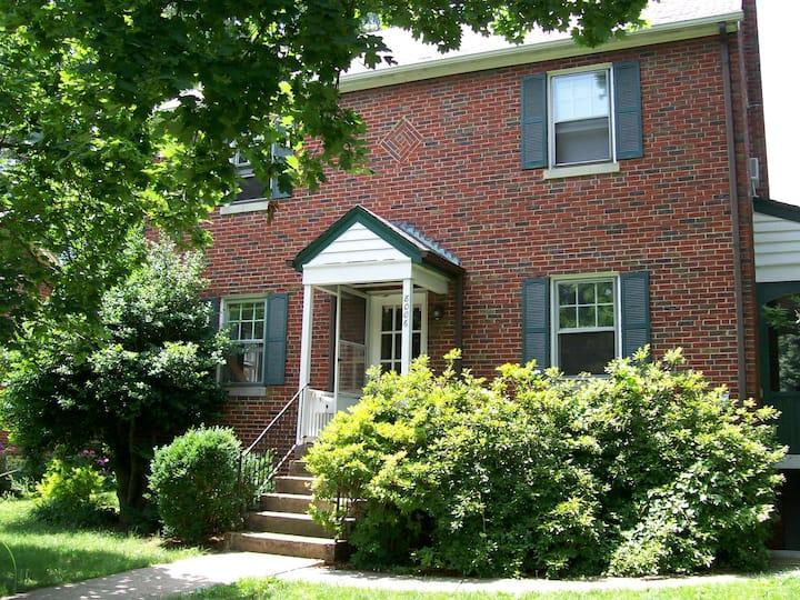 Cozy & Bright family & couple-friendly apartment
