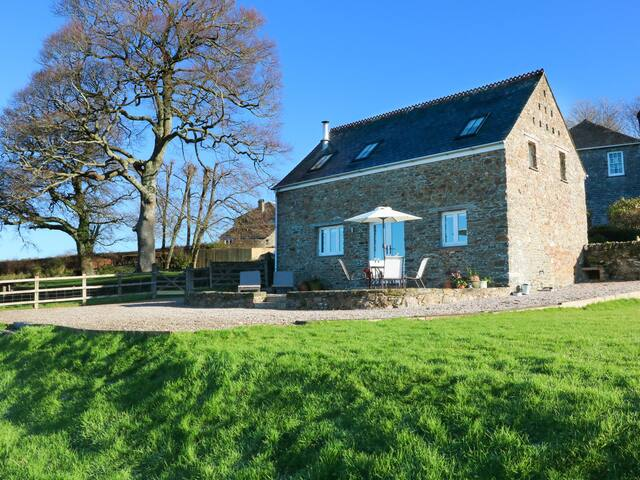 POLLY'S BOWER, pet friendly, with pool in Landrake, Ref 969450