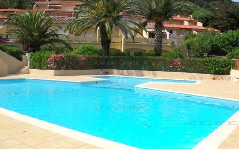 location appartement Quartier de Pramousquier, à 600m de la plage, studio 2 pers