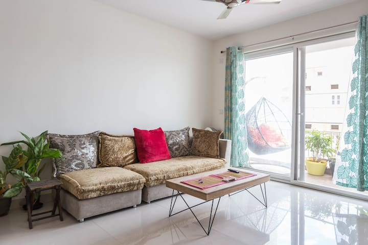 Vibrant, Happy & Comfortable 2bhk Apartment - Bengaluru - Apartment