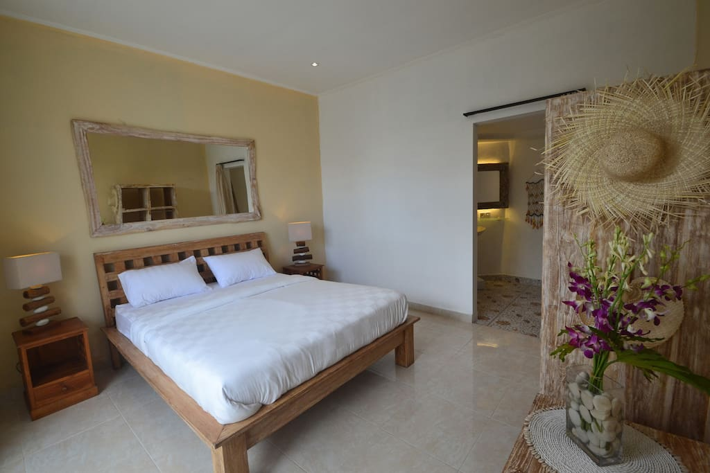 bedroom with private bathroom, AC, Cable TV, Wifi Internet, hot water.