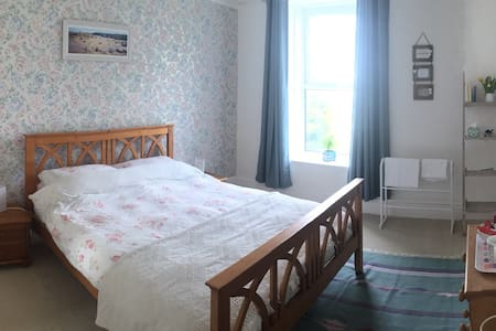 Room available with friendly family - Penzance - Haus