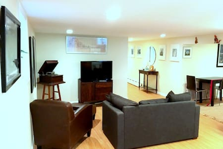 Modern 2 bedroom Apt- 15 mins. to NYC Times Sq.