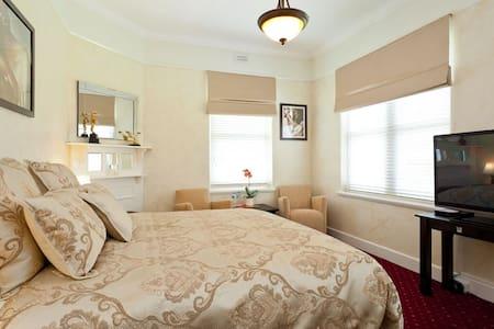 State Mines Hotel B&B King Room - Wonthaggi - Bed & Breakfast