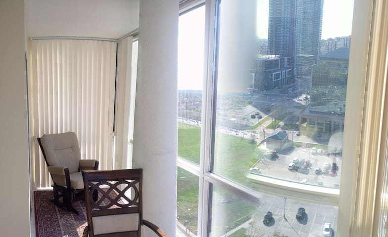 Fabulous suite in a condo at Square One area