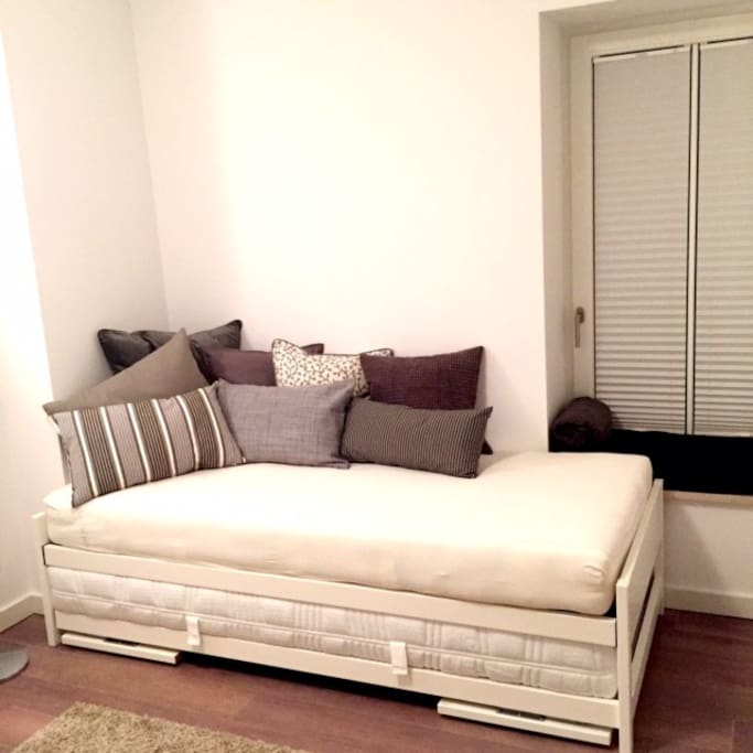 """Option 1: ein Bett im Raum als """"Singlebett"""""""