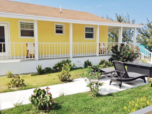 Exuma Point Beach Resort: Yellow Seaview Studio