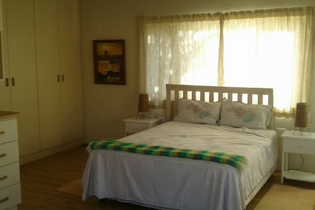 Self contained and private. - Port Alfred - Bungalov