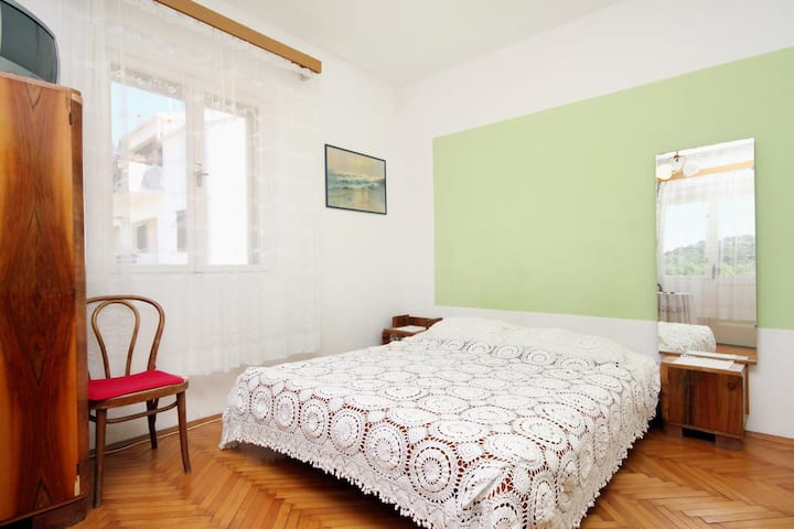 Studio flat with balcony Jelsa, Hvar (AS-4602-a)