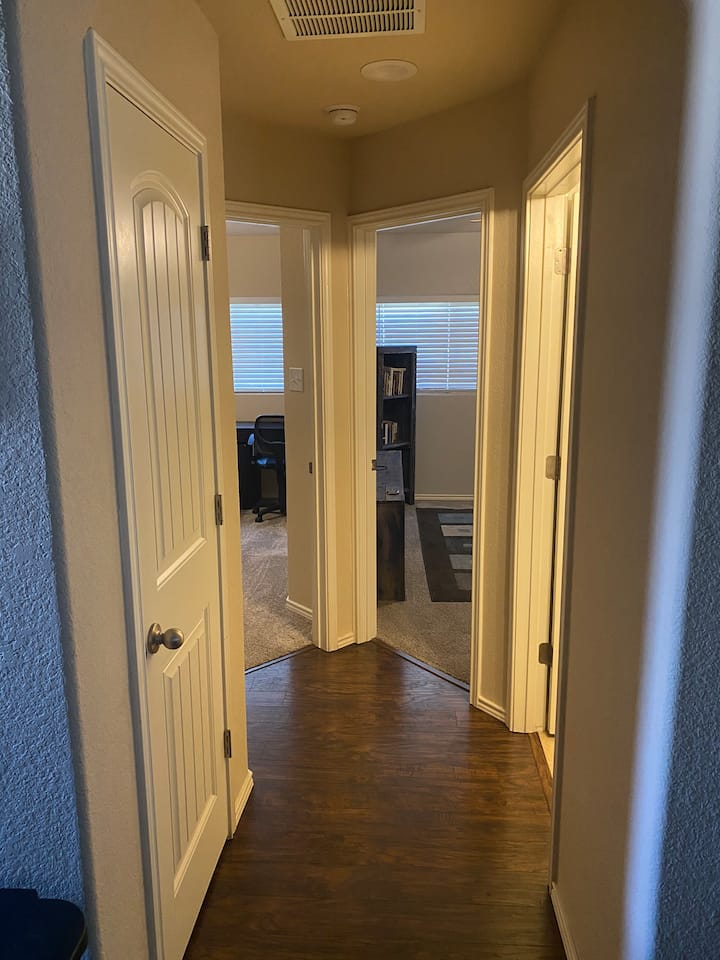 Private Hallway (3 Rooms to Yourself!)
