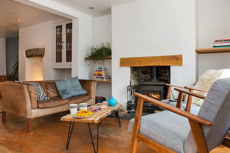 Stylish and Charming Coach House - Callington - Dům