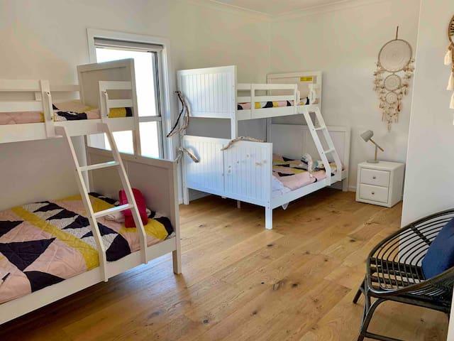 Children's bunk room. 2 x Single over double bunks.